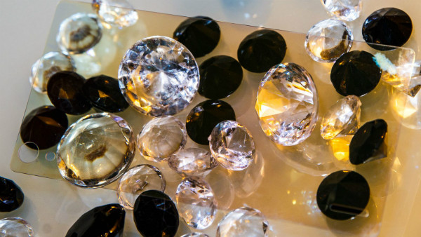 نمایشگرهای تلفنهای هوشمند تا سال ۲۰۱۹ از شیشههای الماسی ساخته خواهند شد