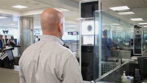نخستین شکار سامانه تشخیص چهره فرودگاه واشنگتن؛ مسافری با پاسپورت جعلی